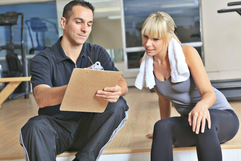 Personalni trener sa klijentom